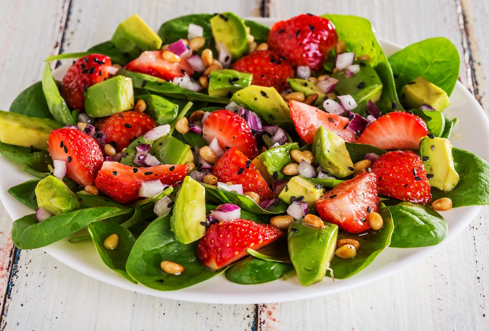Transdoc ensalada de espinaca con fresa y aguacate - Diferentes ensaladas de lechuga ...